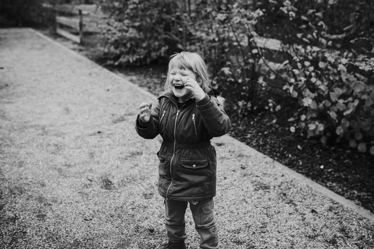 Die kleine Isabelle auf dem Spielplatz Rutesheim