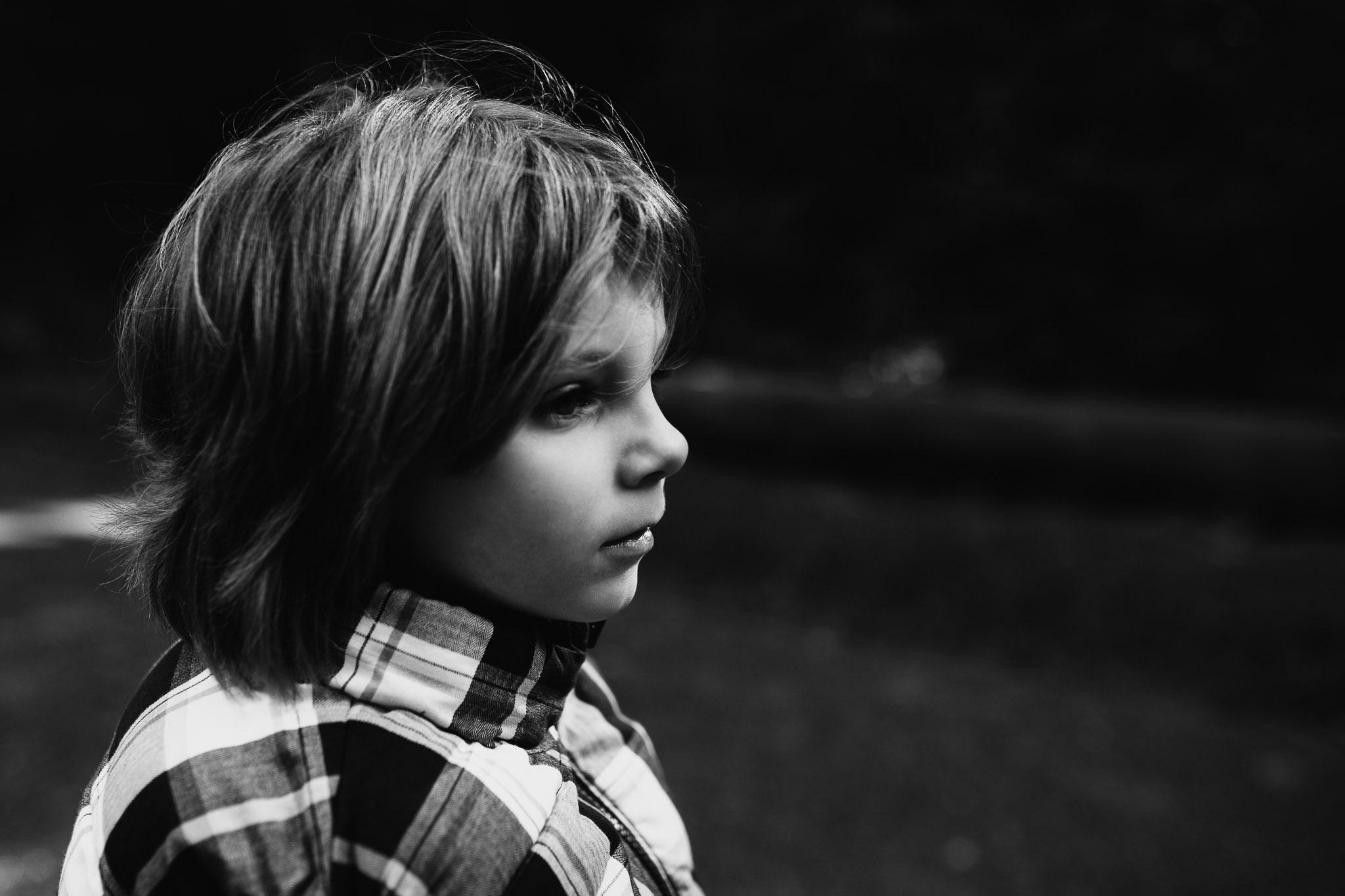 seitliches Portrait eines Kindes