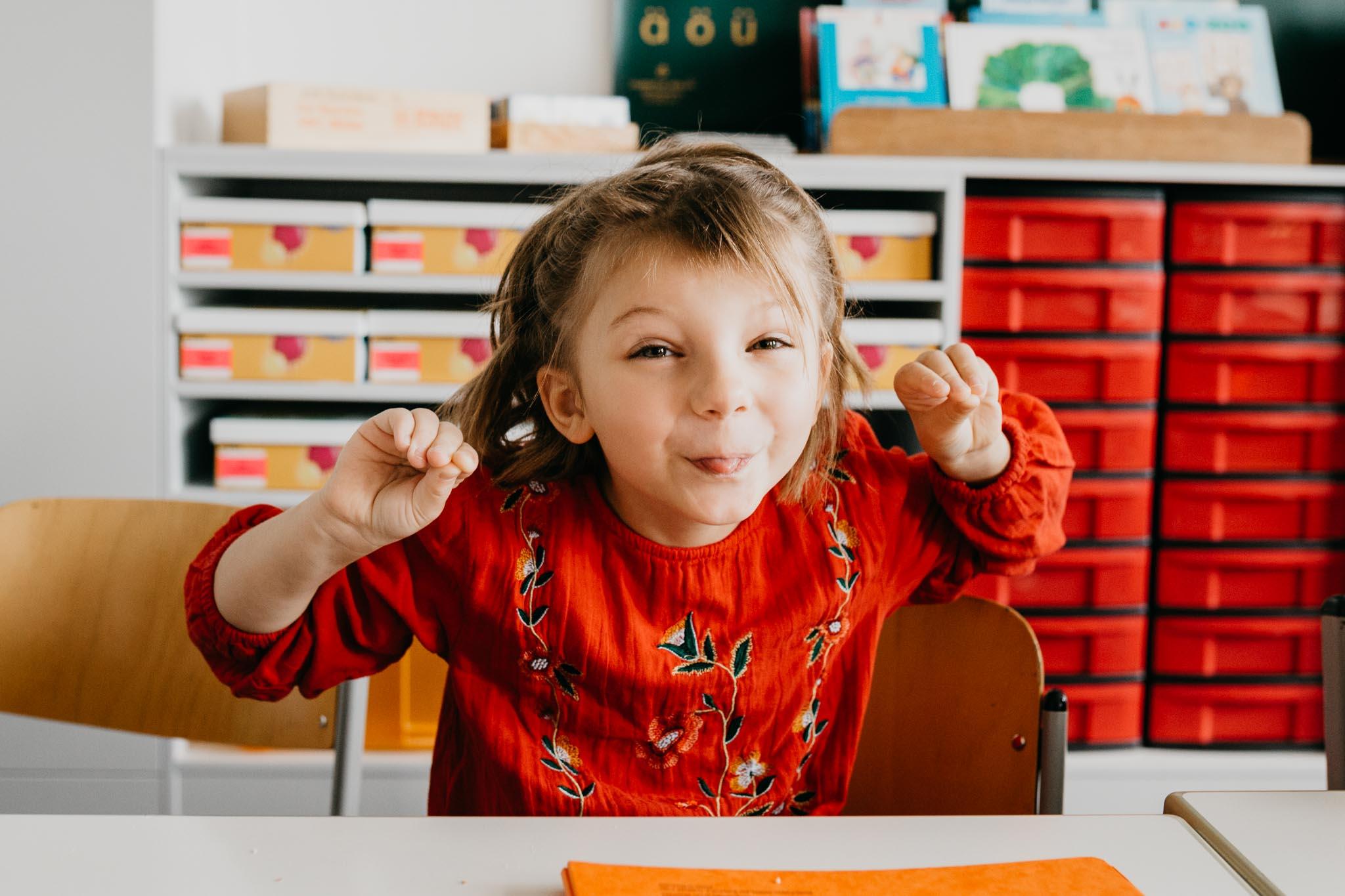 Einschulung, Portrait im Klassenzimmer